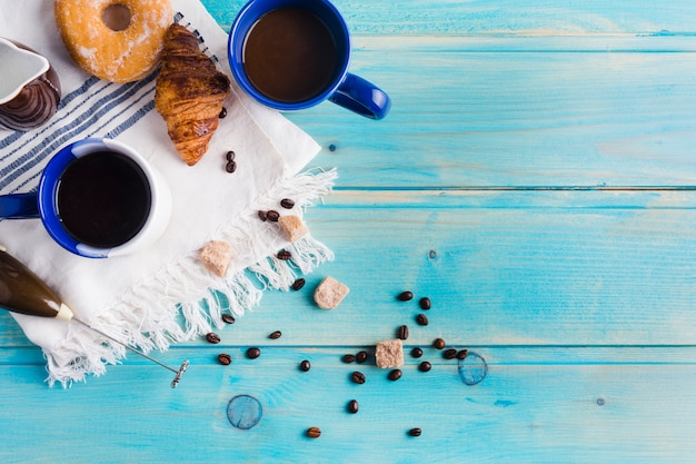 朝食とコーヒーの組成