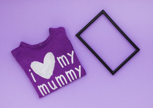 Я люблю свою мамочку надпись на футболке с рамкой
