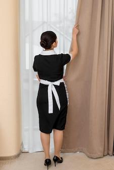Горничная уборка гостиничного номера