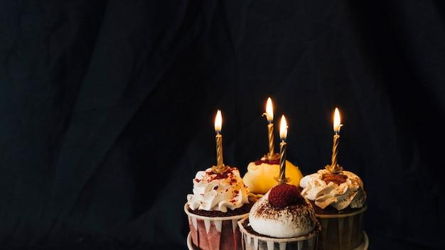 カップケーキのある静物