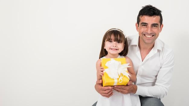 幸せな家族との父親の日コンセプト