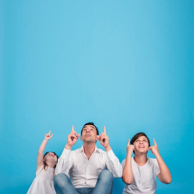 Концепция день отцов с счастливой семьей