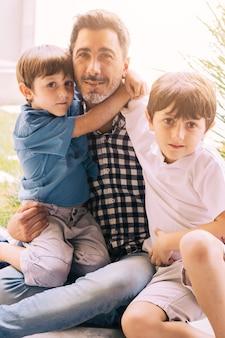 父と息子の父の日に幸せ