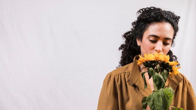 黒人女性の花の香り