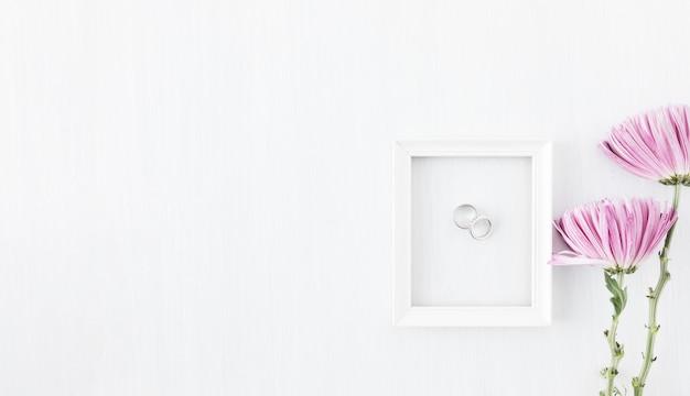 Обручальные кольца с украшениями