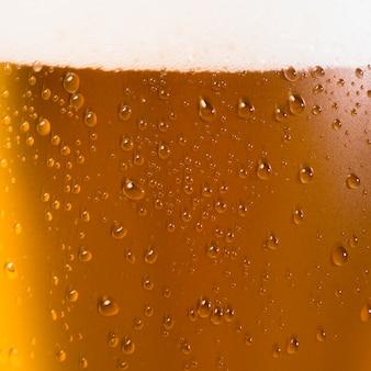 ビールグラスをクローズアップ