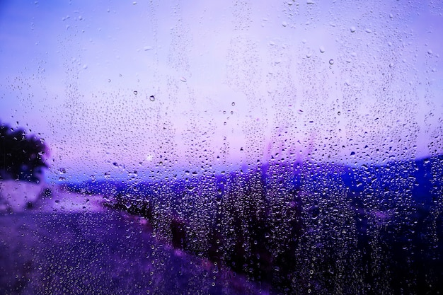 ビーチの背景に雨の影響