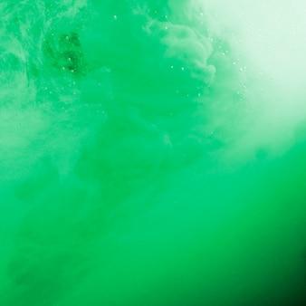 抽象的な濃い緑色の手を振る霧