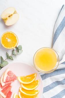 フルーツと朝食