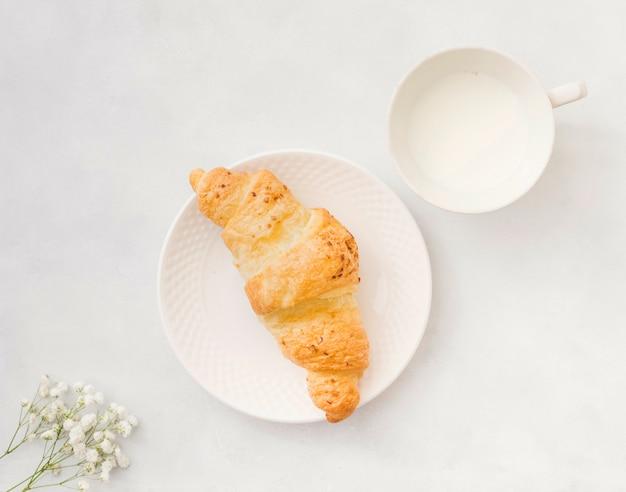 クロワッサンと朝食