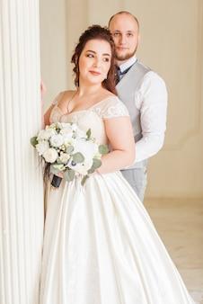 愛情のある結婚式のカップル