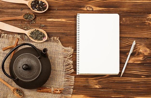 お茶のコンセプトとフラットレイアウトメモ帳テンプレート