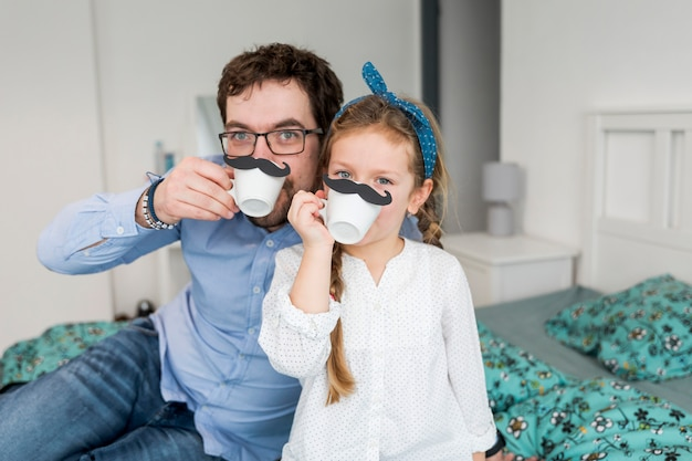父は彼の娘と父の日を祝う