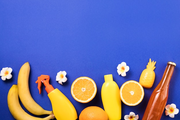 スプレーや果物の近くの花