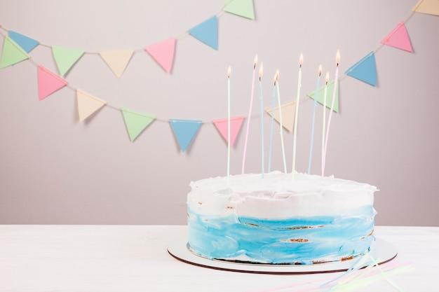 バースデーケーキのある静物