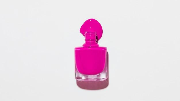 Бутылка лака для ногтей