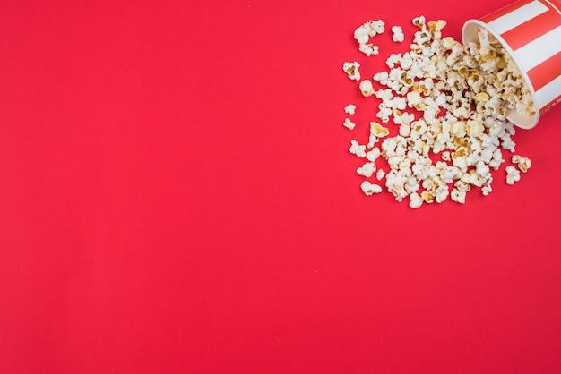 映画館のコンセプトのポップコーンの背景