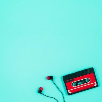 テープカセットとイヤホン
