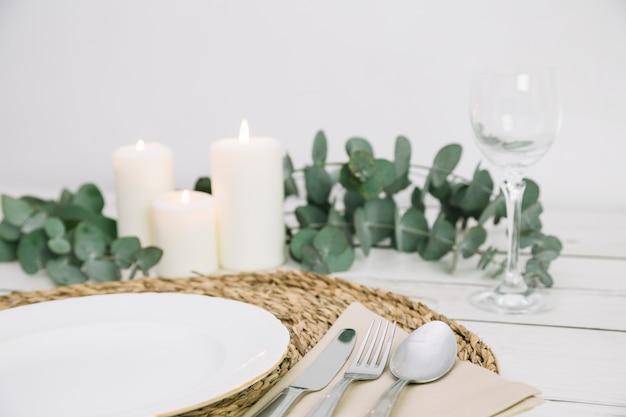 ロマンチックな飾り付きのテーブル