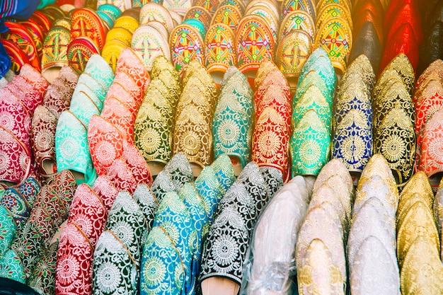 モロッコの市場での靴