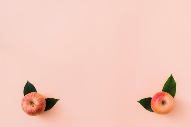 Вид сверху яблоки в углах