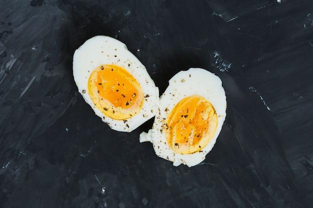 ゆで卵を朝食します。