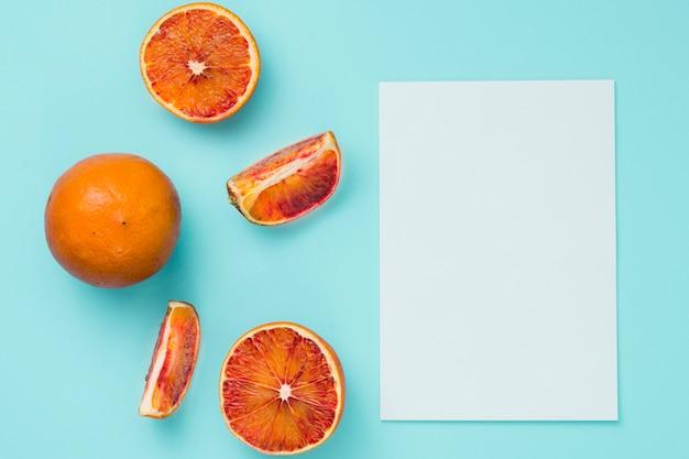 紙とトップビューオレンジ
