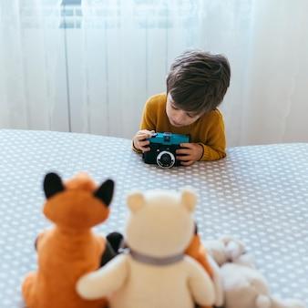 子供の写真を撮る