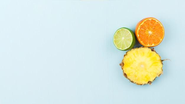 新鮮なエキゾチックなフルーツのスライス