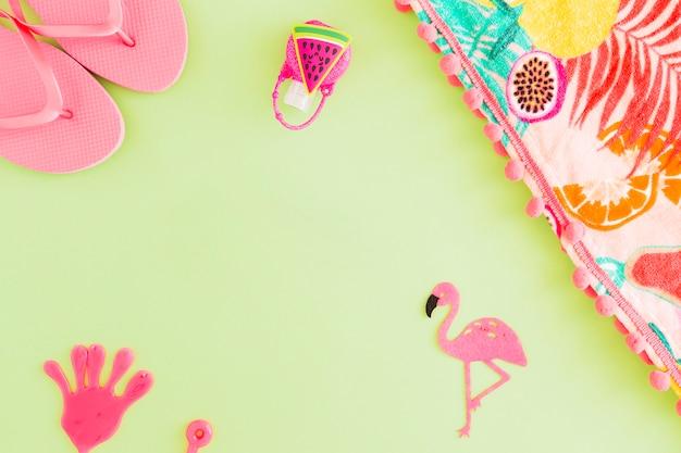 Плоская планировка летних пляжных аксессуаров