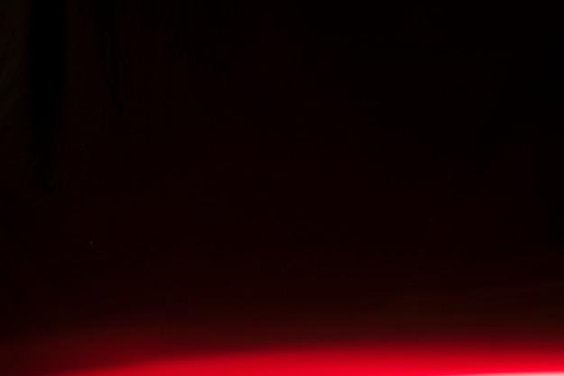 Яркий свет на черном фоне