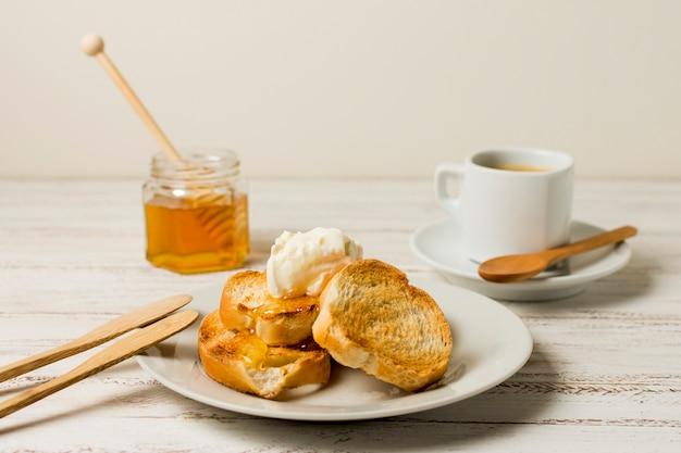 蜂蜜と朝食します。