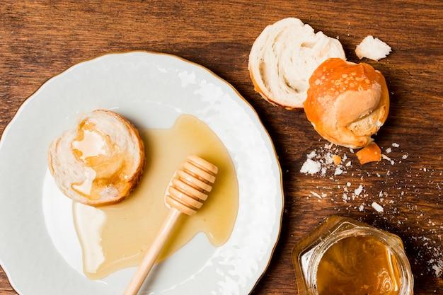 朝食と蜂蜜の染み