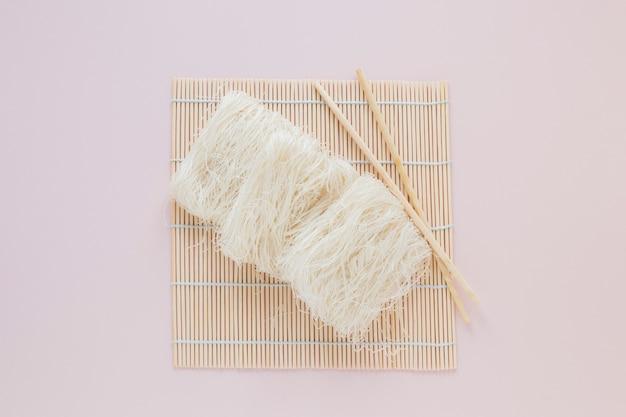 Плоская азиатская пищевая композиция