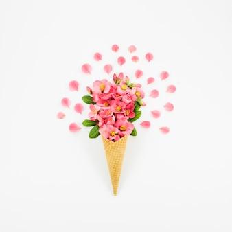 Букет цветов с корнетом