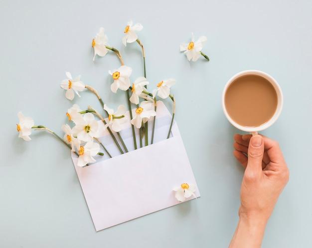 コーヒーと花