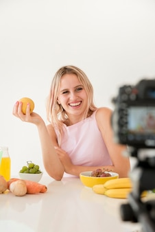 Блондинка влияет на питание
