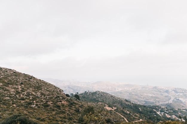 空に対して山の風景の眺め