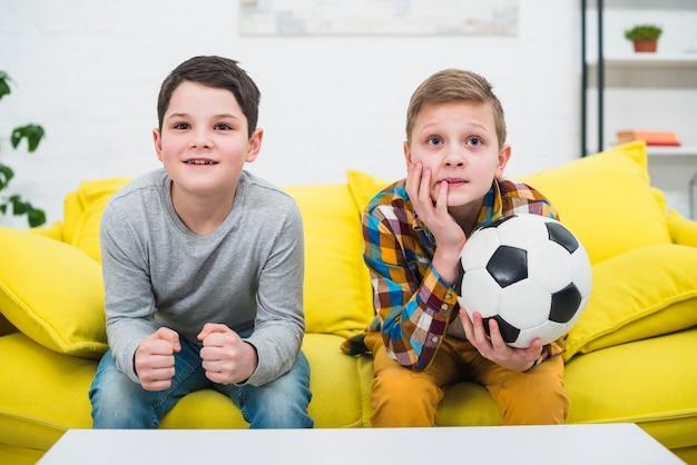 Мальчики с футбольным мячом