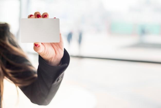 ブルネットの実業家表示カード