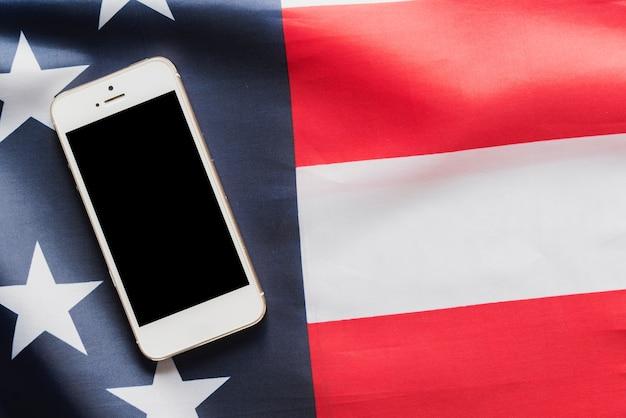 Смартфон на американском флаге