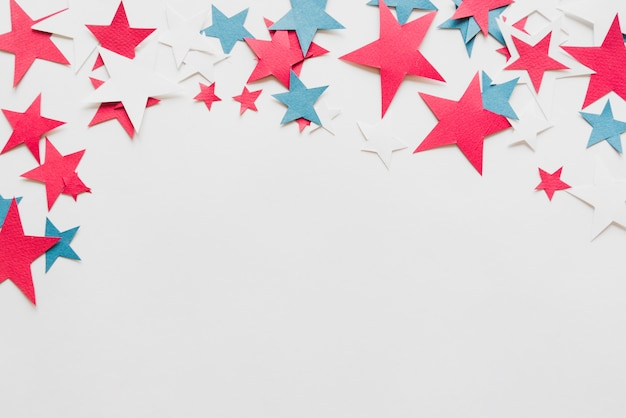 白地にカラフルな星