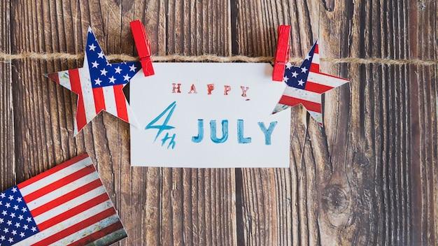 紙の上の独立記念日のメッセージ
