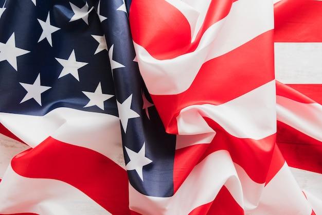 しわくちゃのアメリカ合衆国の国旗