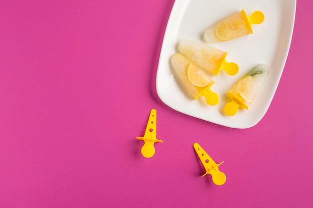 トップビューレモンアイスクリーム