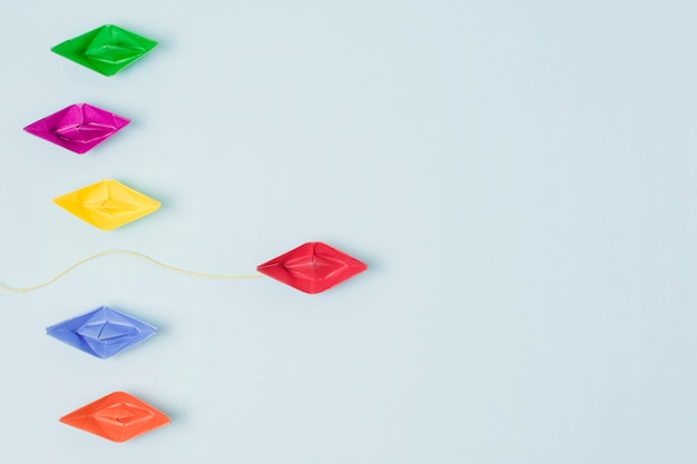 Лидерство оригами лодки концепция