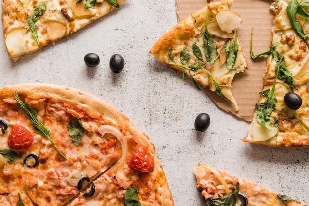 Вид сверху ломтики пиццы