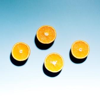 軽い表面に熟した柑橘類の半分