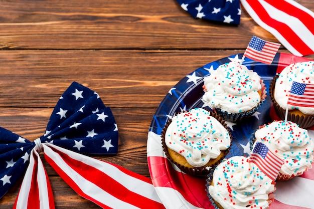 独立記念日のためのカップケーキそして装飾