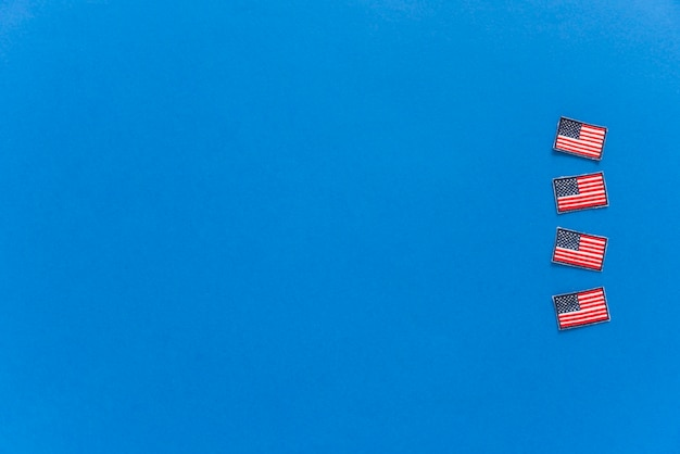 青い背景にアメリカの国旗